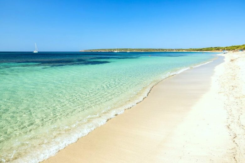 Best areas to stay in Formentera: Migjorn Beach