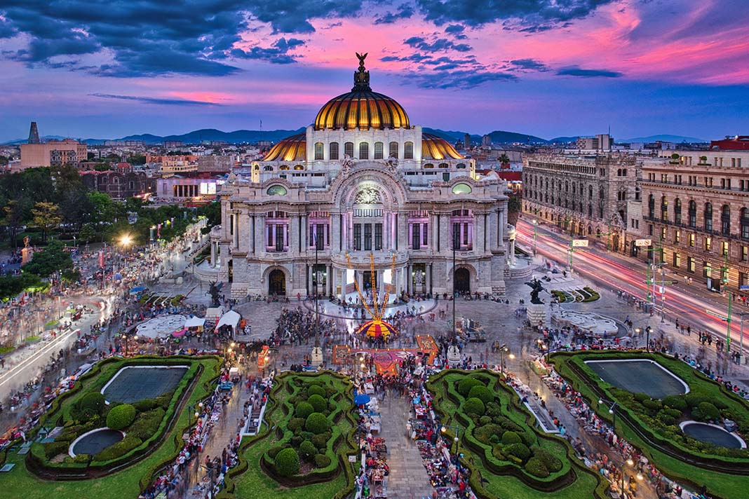 Visit Palacio Bellas Artes in Mexico City
