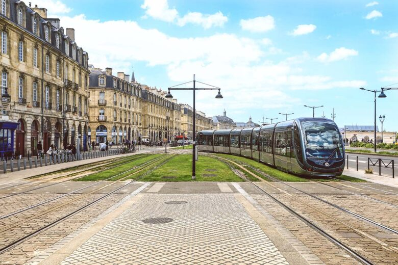 Gare Saint-Jean, great for nightlife and budget-friendly hotels