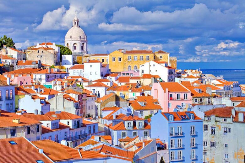 Alfama, where to stay in Lisbon to enjoy a step back in time