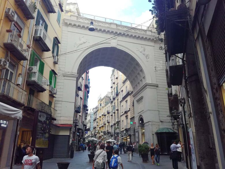 Chiaia, to stay in Naples, trendy and the best shopping
